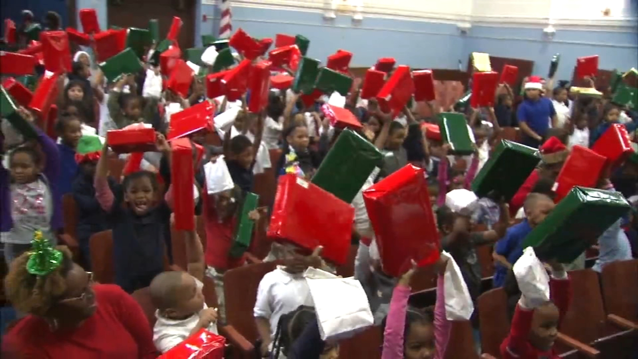 Students at Englewood school celebrate the holidays through the Daisie Foundation