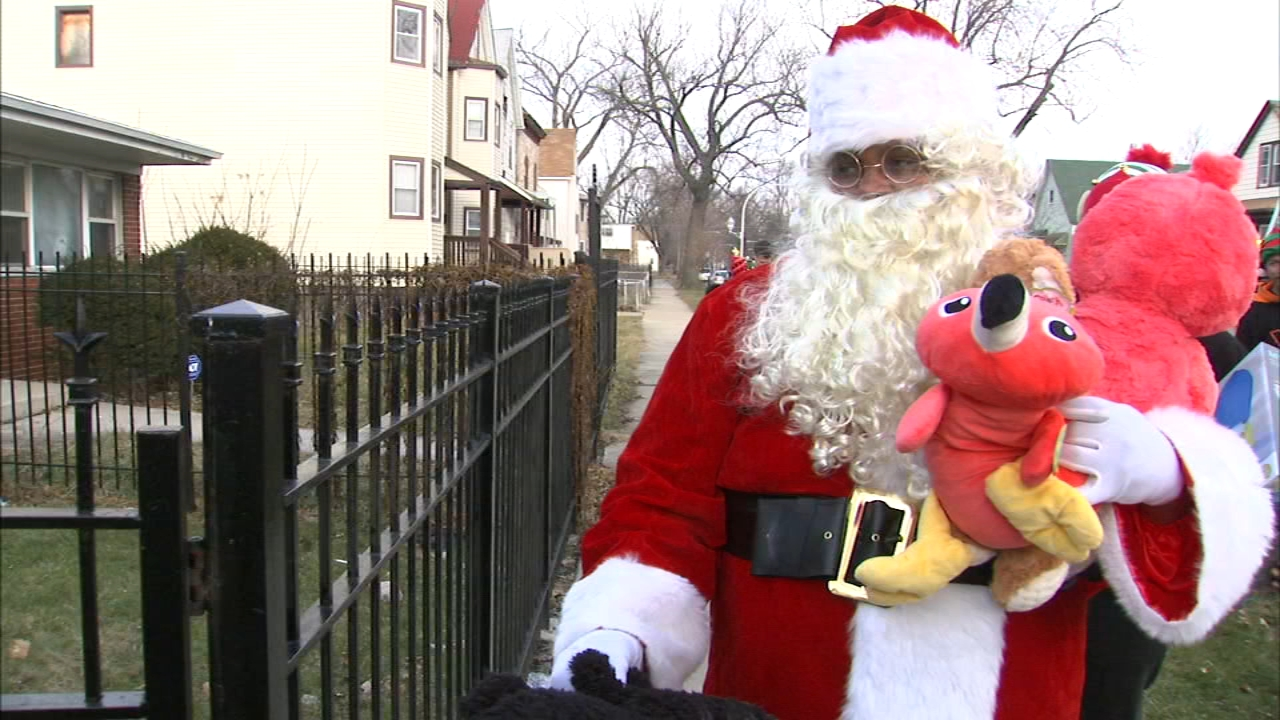 Christmas gifts were delivered to the children of Jemel Roberson, a Robbins security guard killed by a Midlothian cop.
