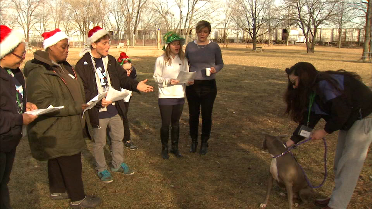Carolers spread holiday cheer to one pup at the Chicago Animal Care and Control on Christmas Eve.