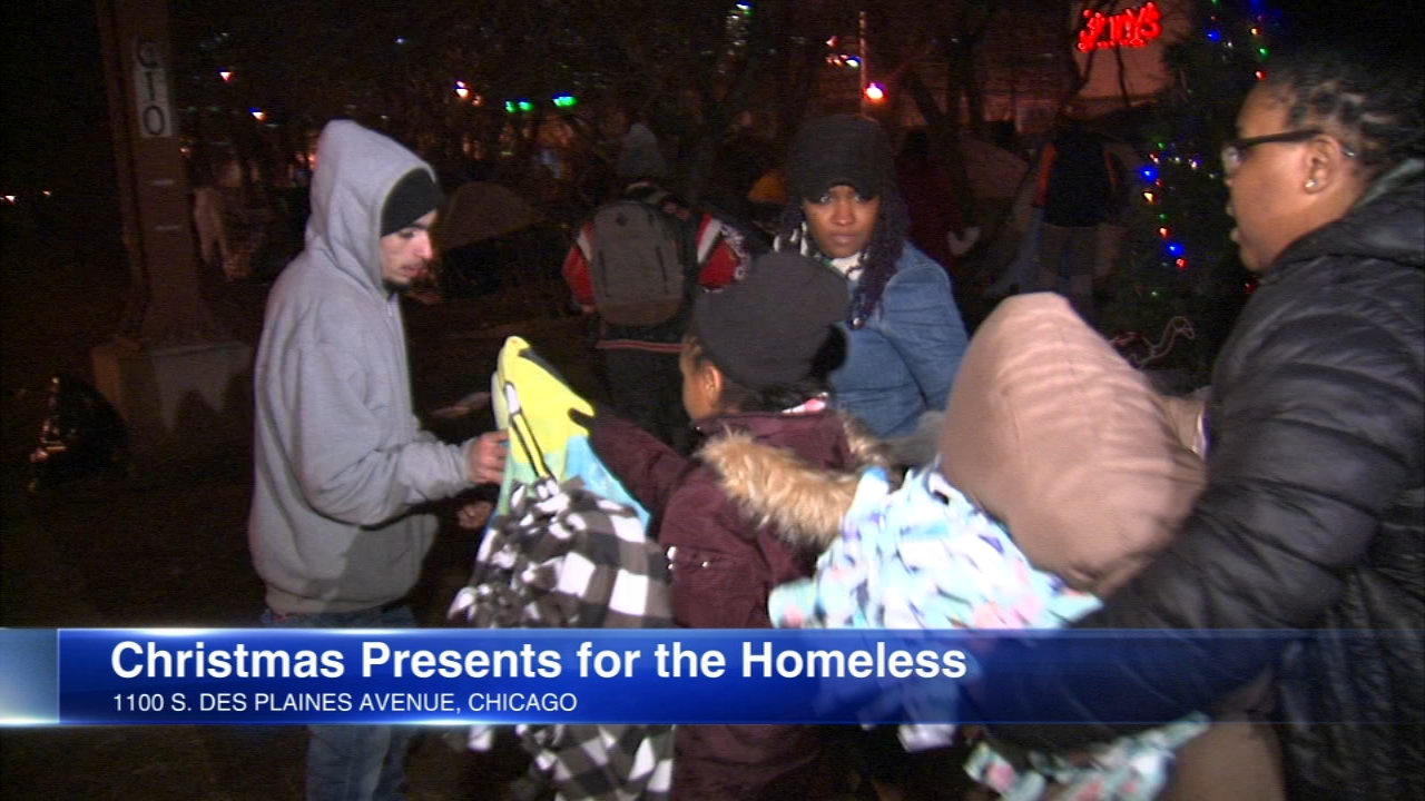 Crisis responder Andrew Holmes organized the delivery of Christmas gifts to Chicagos homeless on Christmas Eve.