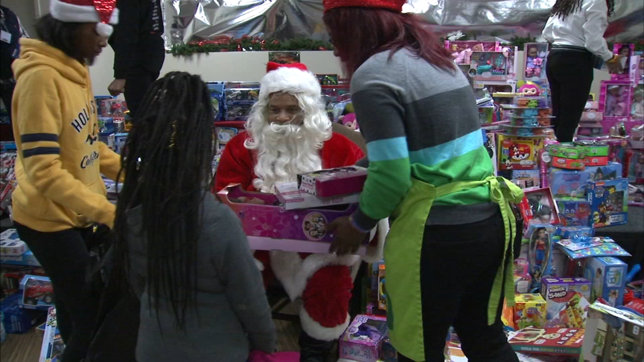 Churches across Chicago stepped up to help those in need this Christmas Day.