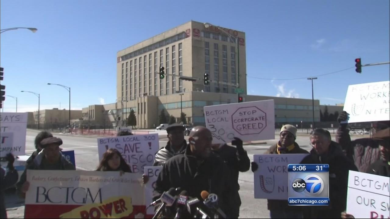 Workers and Sanders supporters protest Mondelez layoffs