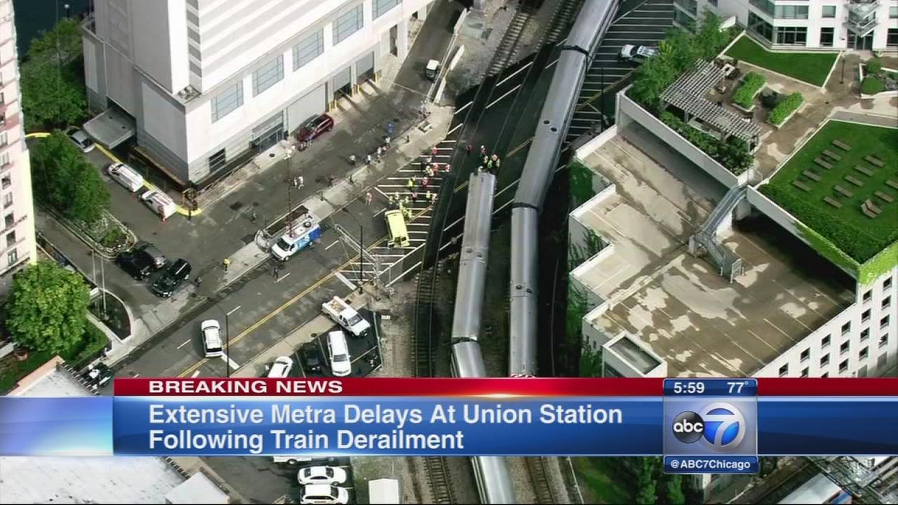 Derailment near Union Station affecting Metra trains