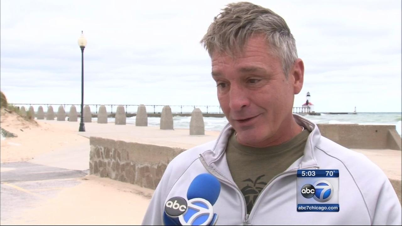 Man rescues 4 people from Lake Michigan