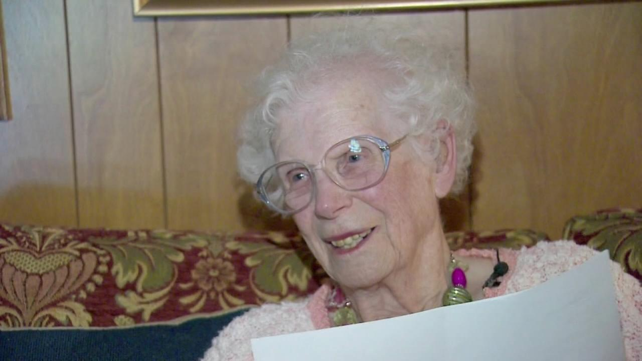 102-year-old Texas woman renews drivers license