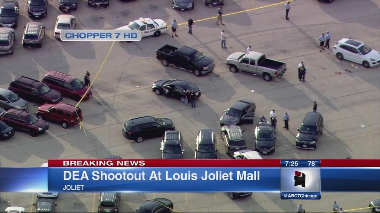 Gunfire erupts at Joliet mall