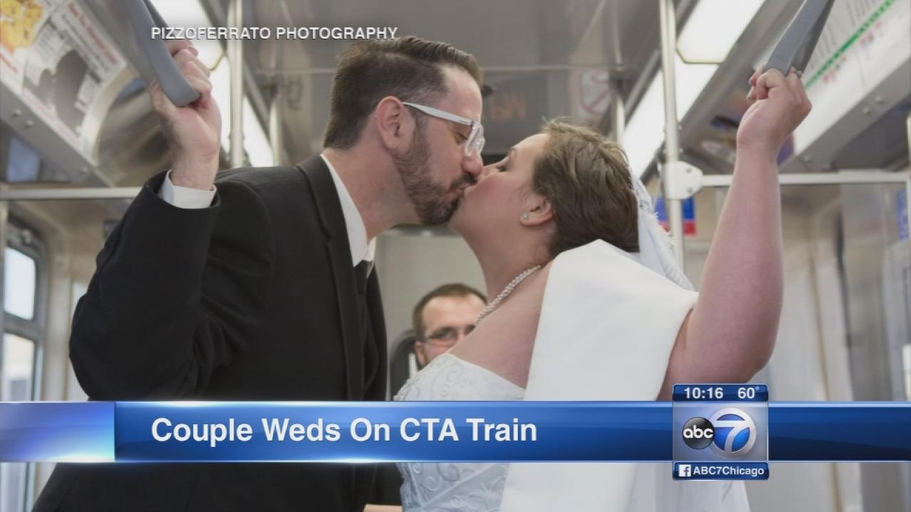 Chicago couple weds on CTA train