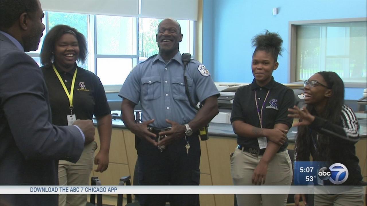 Chicago teens, cops meet in effort to rebuild trust