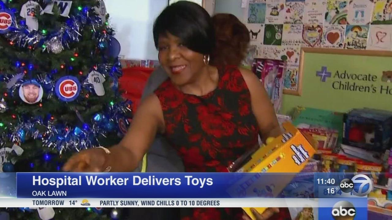 Chicago cafeteria worker delivers 1,000 toys to sick kids