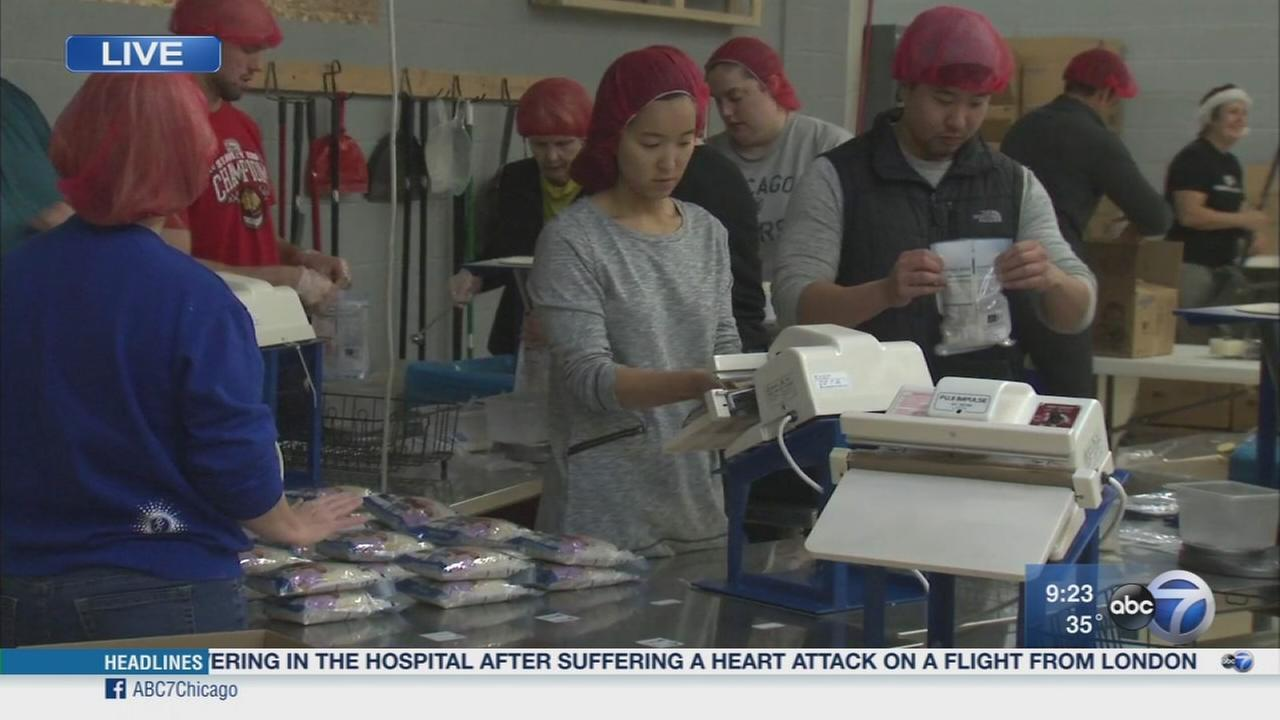Volunteers feed children for the holiday season
