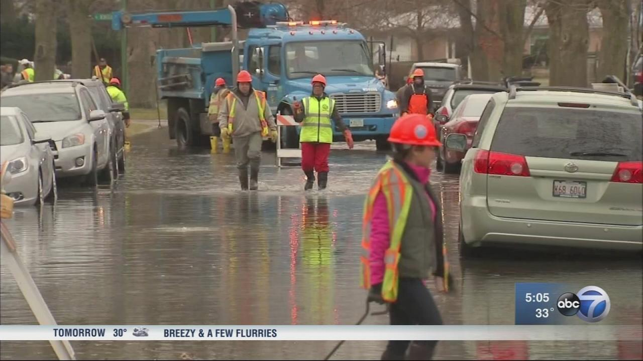 Water main break floods at least 3 blocks on Northwest Side