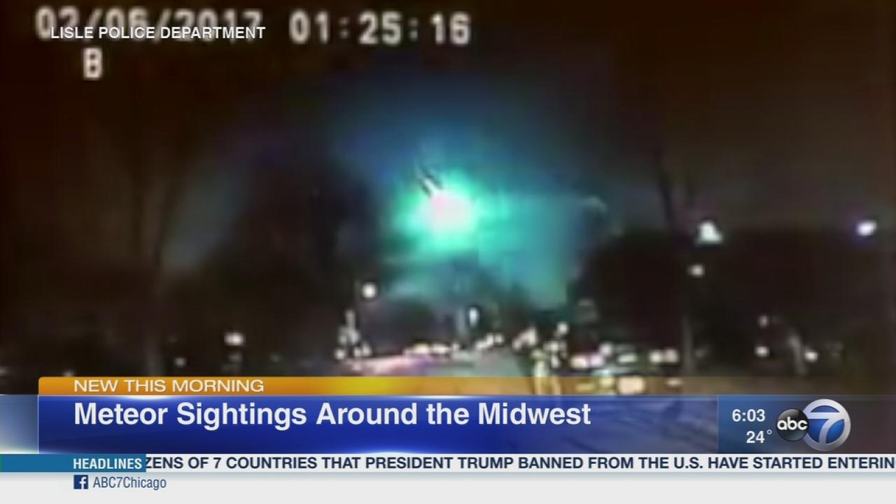 meteor lights up sky above chicago area midwest