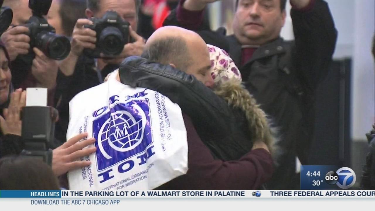 Syrian refugee family arrives in Chicago after travel ban delay