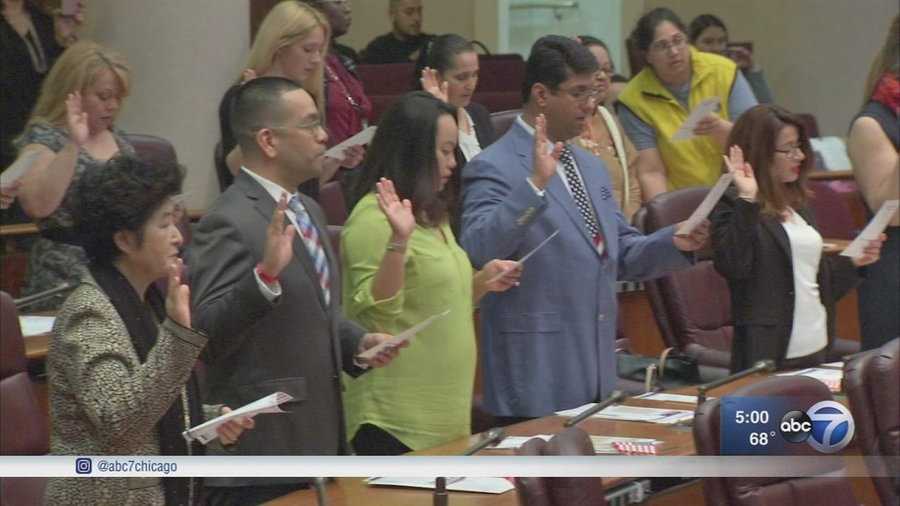 25 take oath of citizenship in Chicago as new travel ban looms