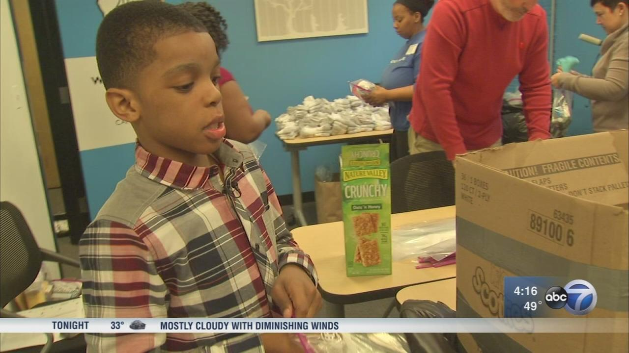 Chicago teen makes blessing bags to help homeless