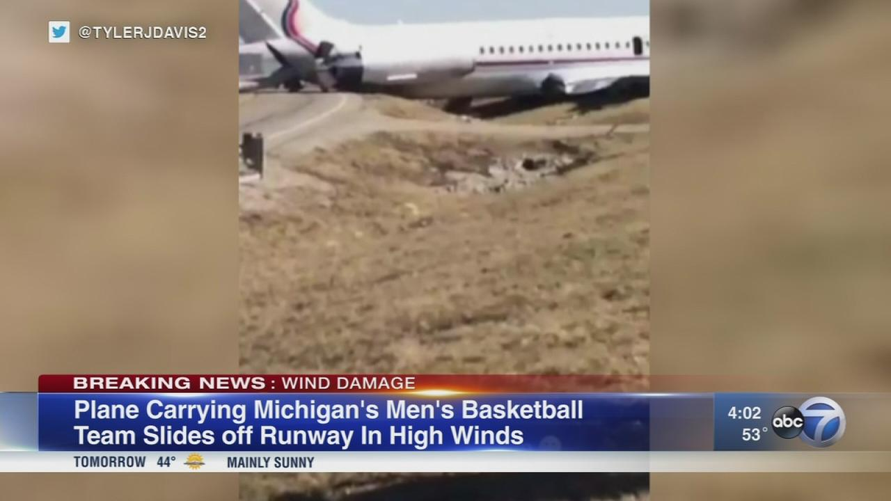 Plane carrying Michigan basketball team slides off runway