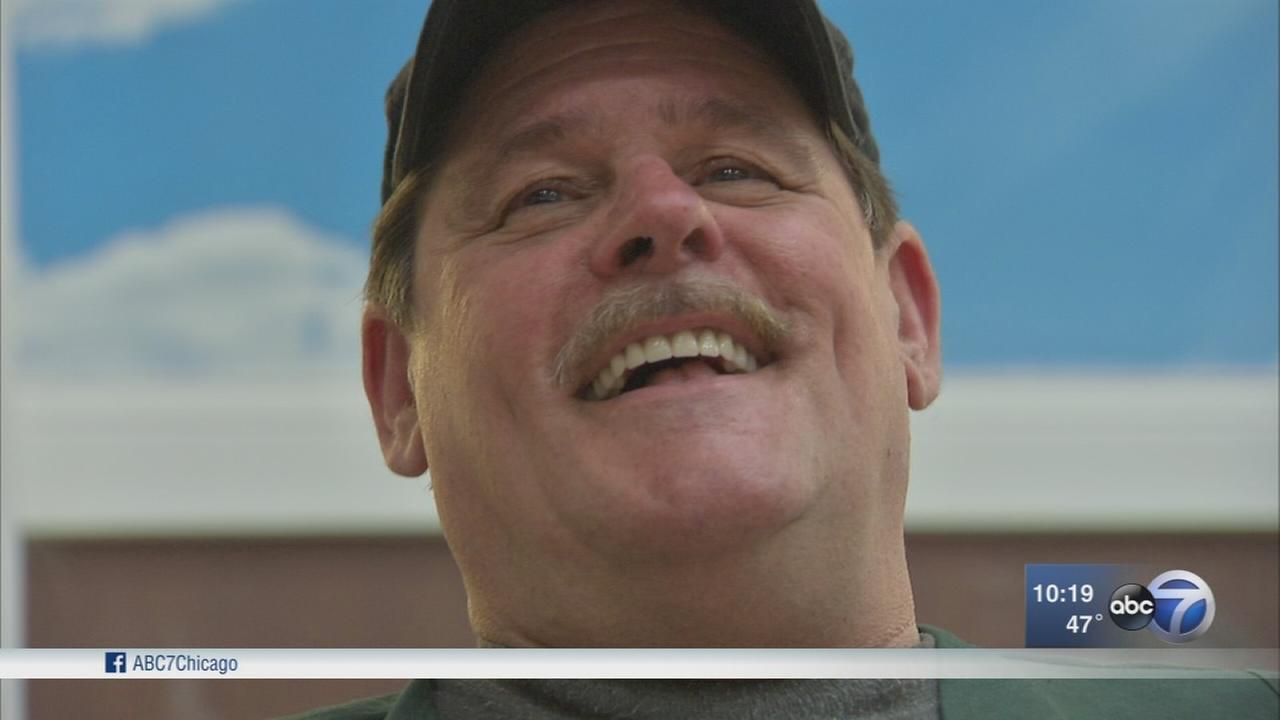 Formerly homeless veteran gives back at Hines VA pantry