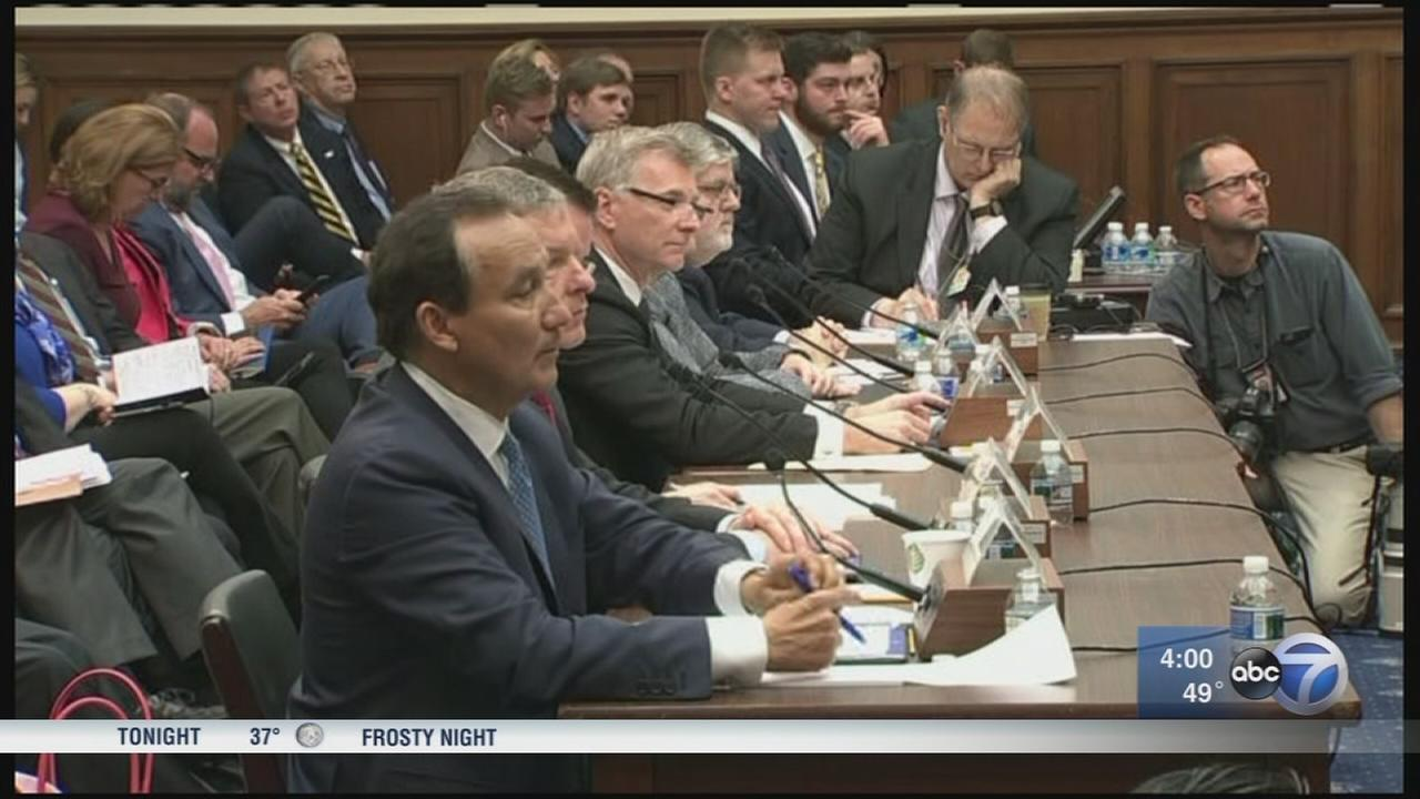 United CEO apologizes at House committee hearing