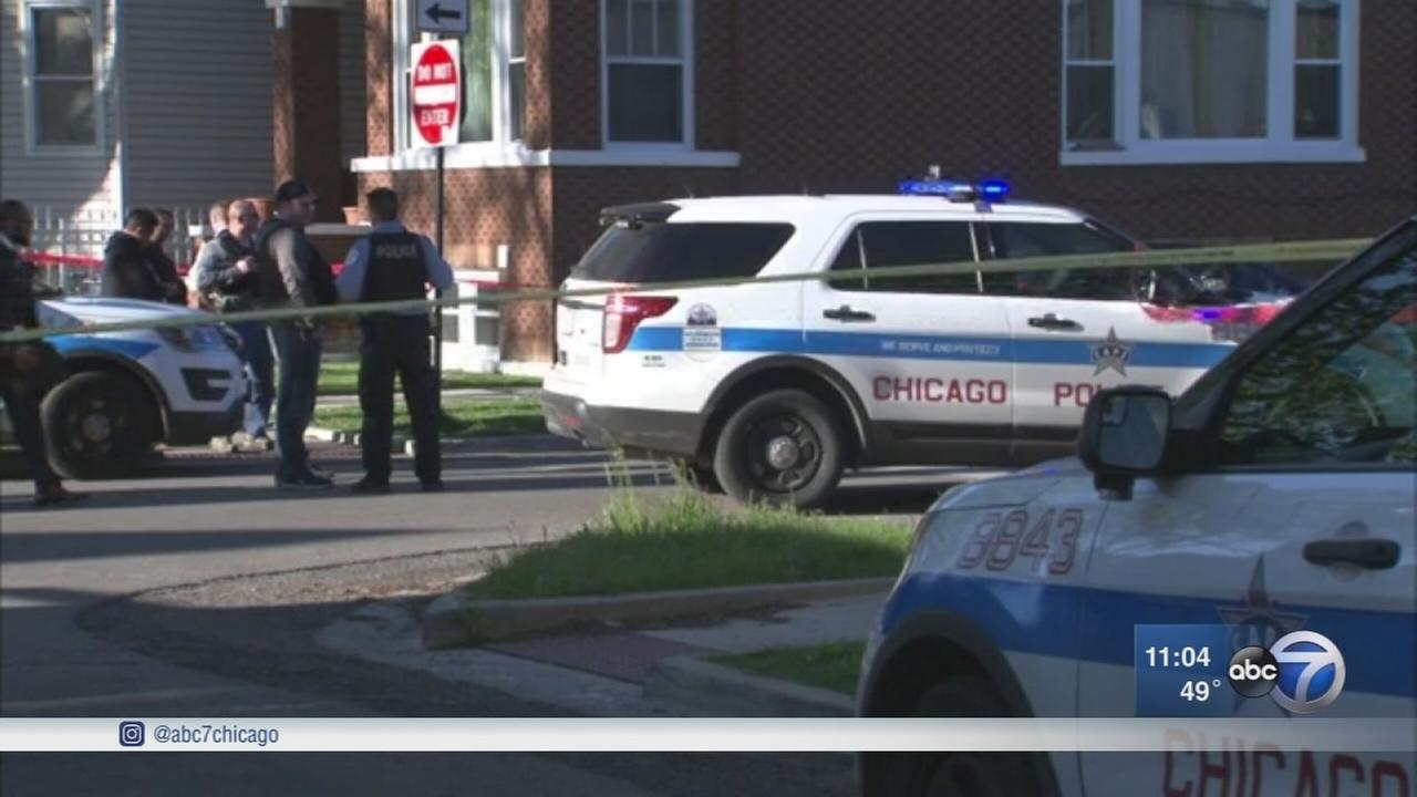 10 shot, 2 fatally, at in apparent retaliation shooting on SW Side