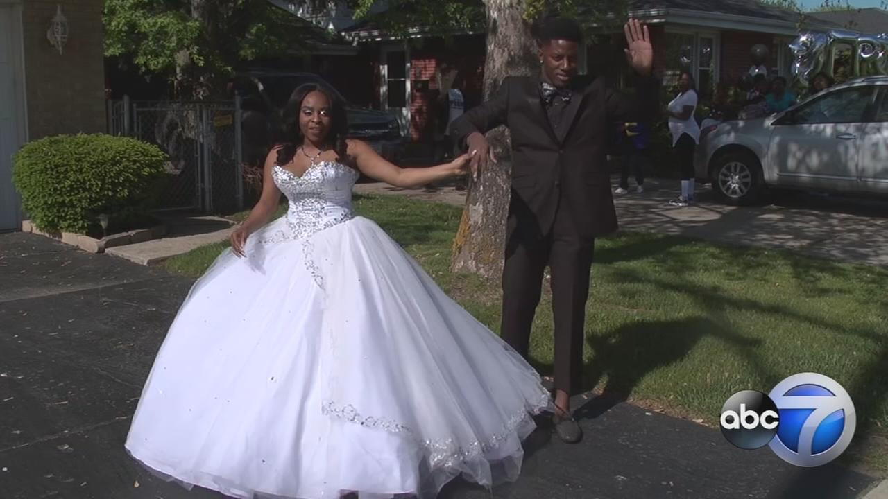 Stranger covers Dolton couples prom costs