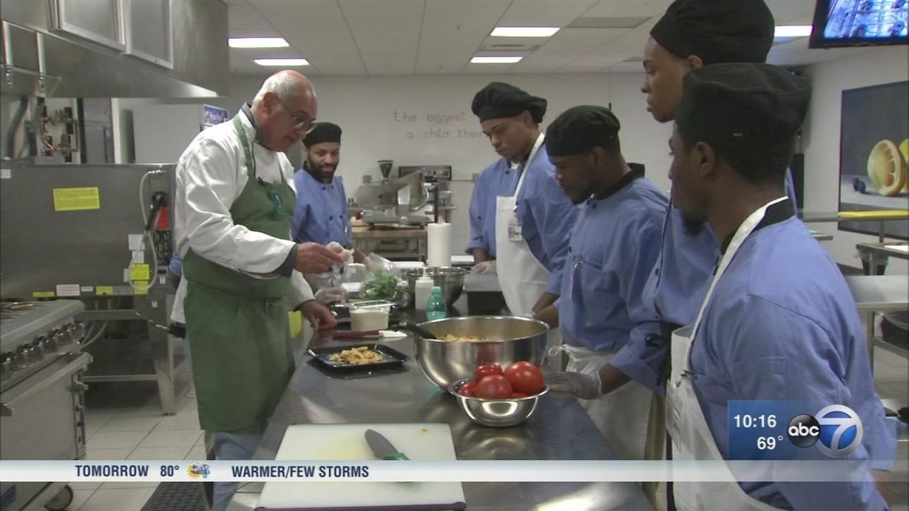 Local chef teaches Cook County Jail inmates to cook healthy food