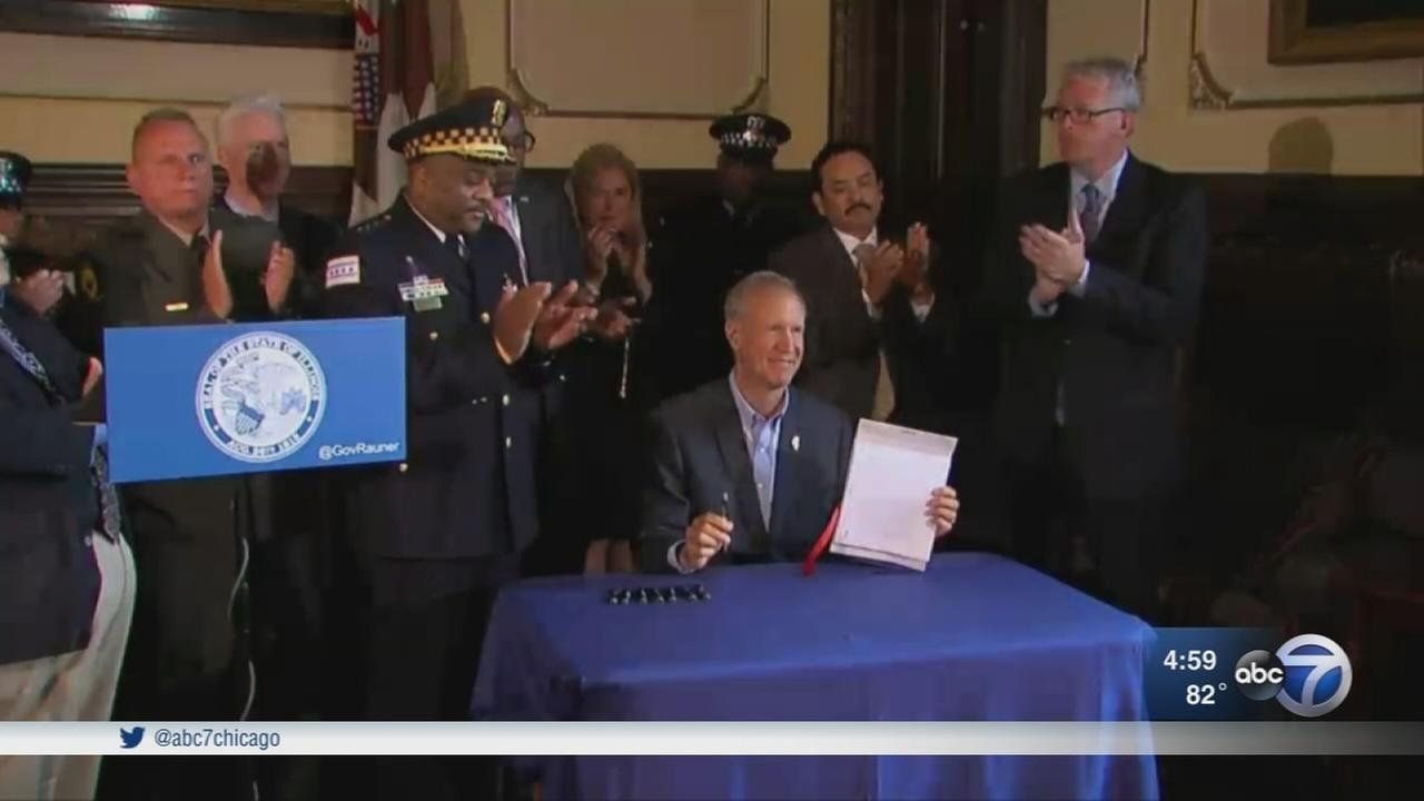 Gov. Rauner signs gun bill