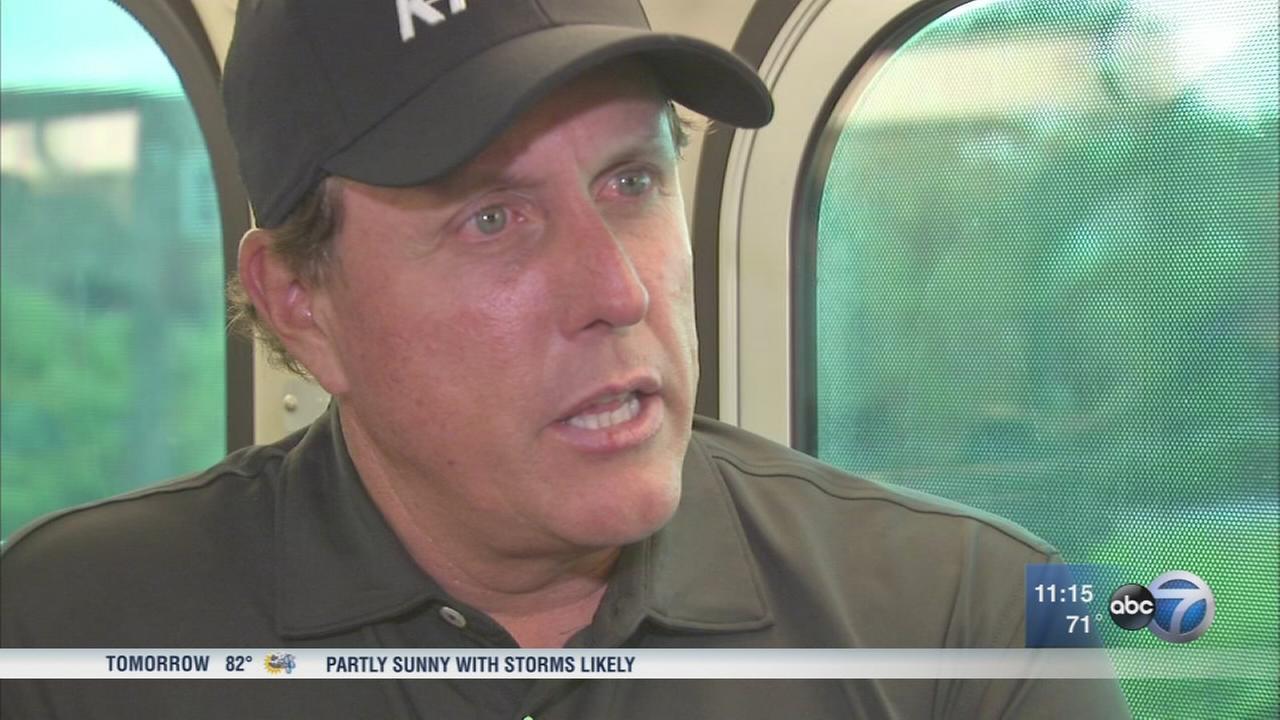 Phil Mickelson rides Metra to LPGA tourney