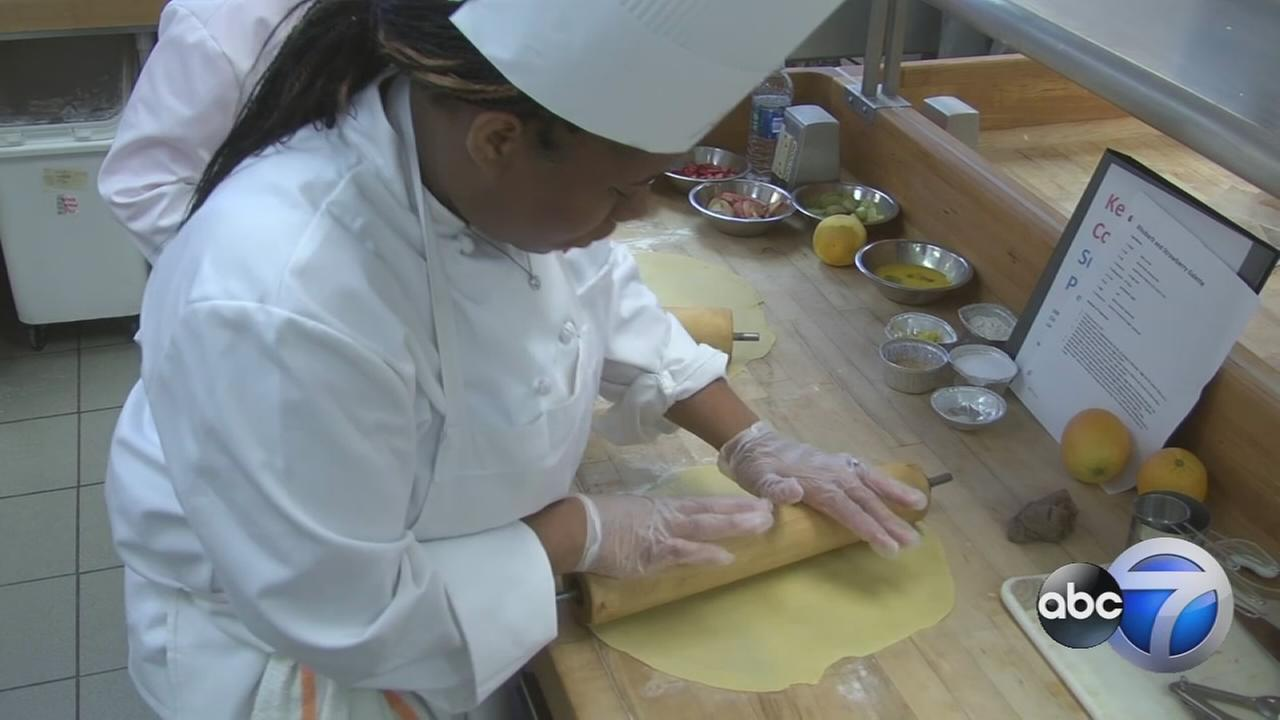 Chicago teens get a taste of culinary school   abc7chicago.com