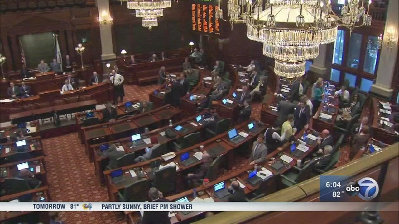 Illinois misses budget deadline, House will reconvene Saturday