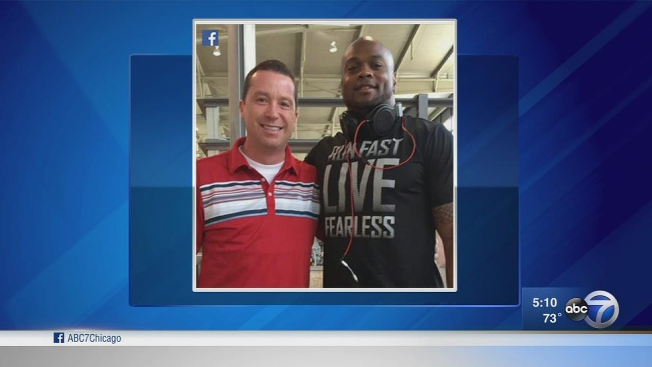Bears Jerrell Freeman saves man choking at Austin airport
