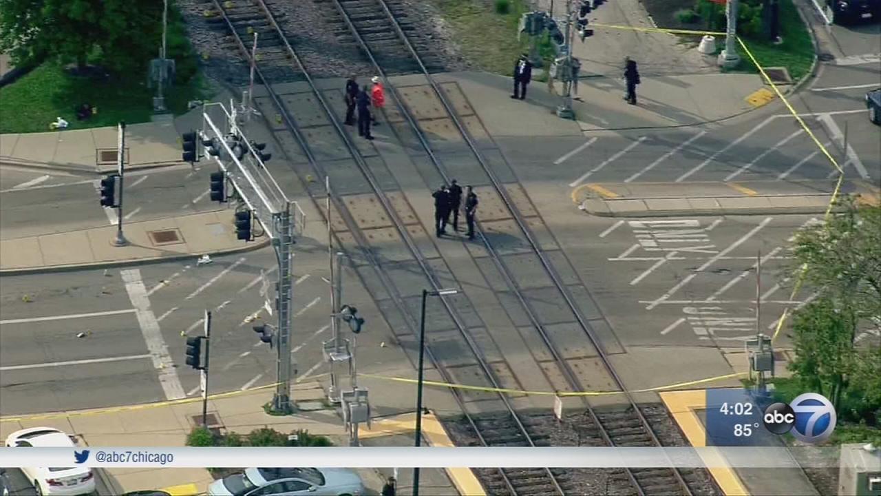 Witnesses: Woman trying to catch Metra train in Wilmette fatally struck
