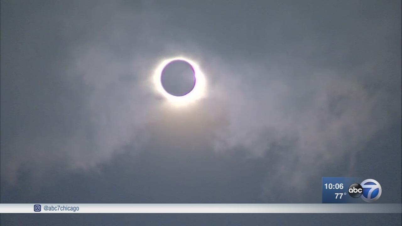 Solar eclipse moves over skies above Chicago, Carbondale