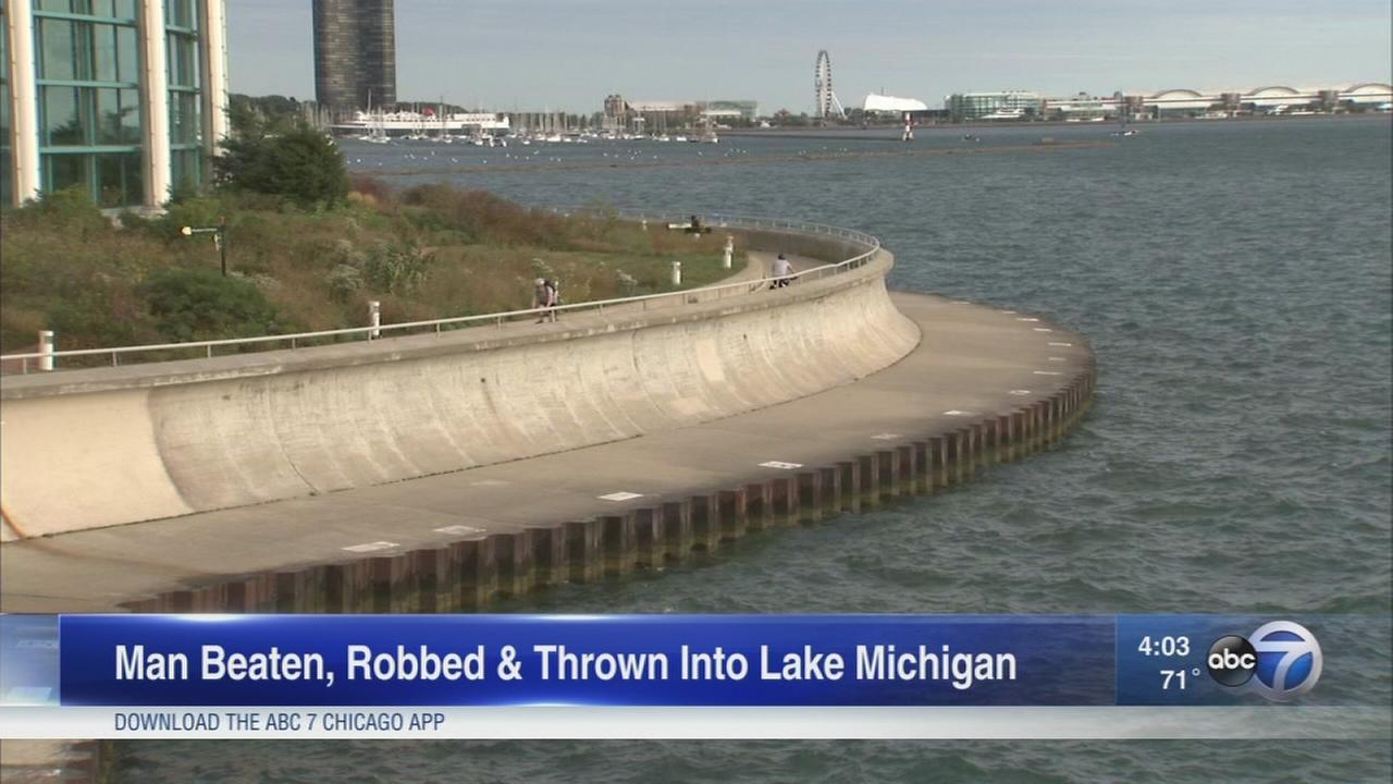 Man mugged near Shedd, pushed into Lake Michigan