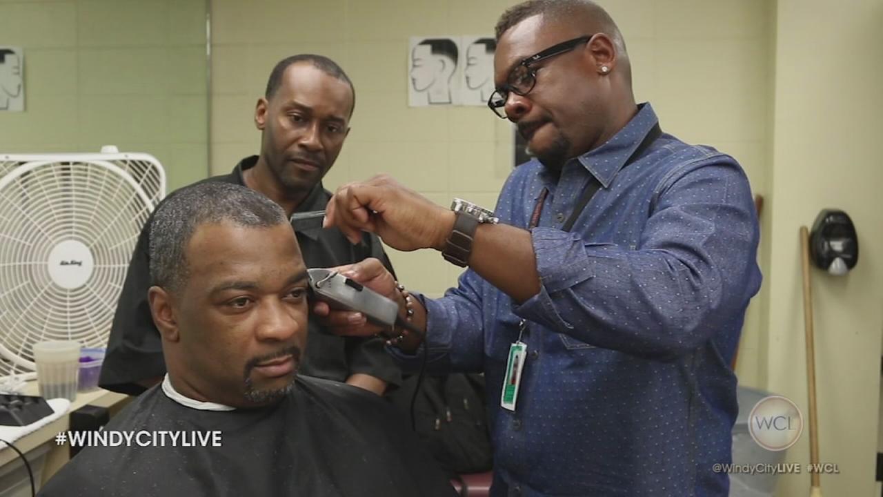 4 Star Chicagoan: Larry Roberts teaches inmates to cut hair