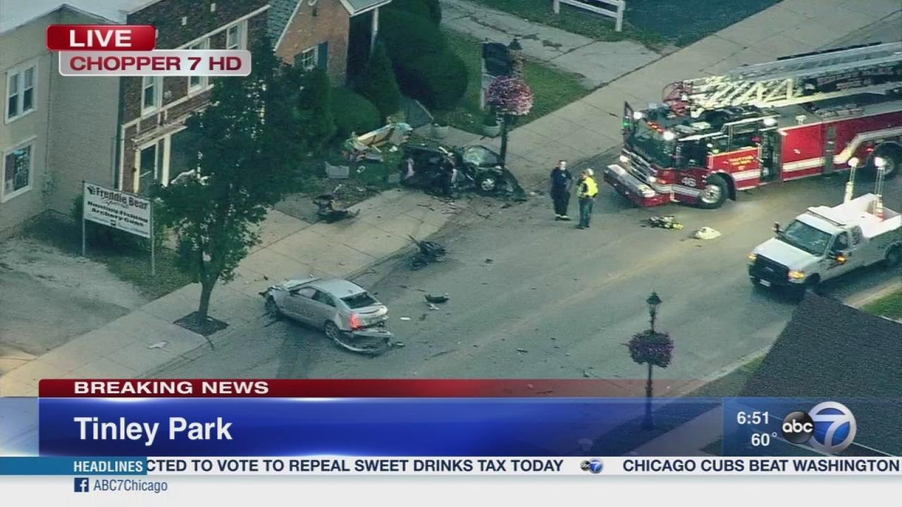 Tinley Park crash closes Oak Park Avenue