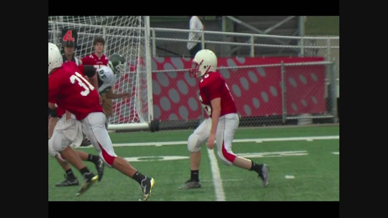 Teen with prosthetic leg defies odds on football field