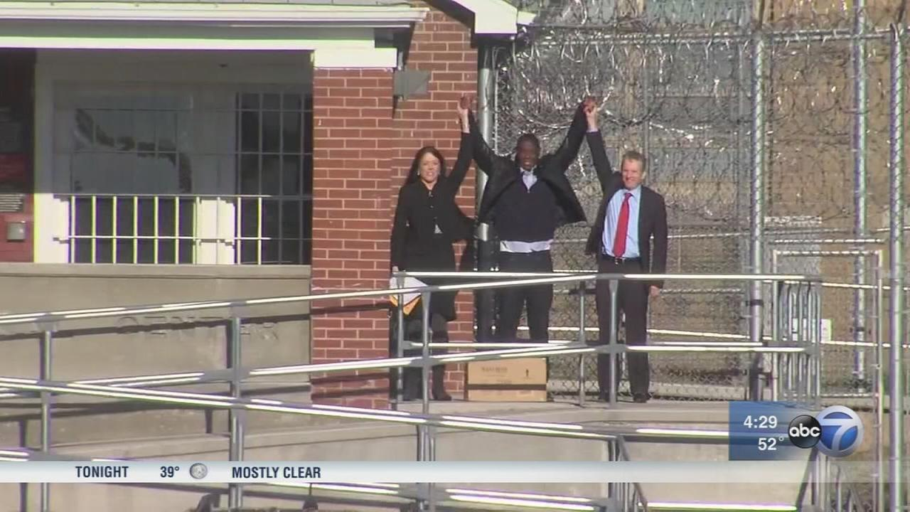 2 Chicago men freed from prison after DNA testing