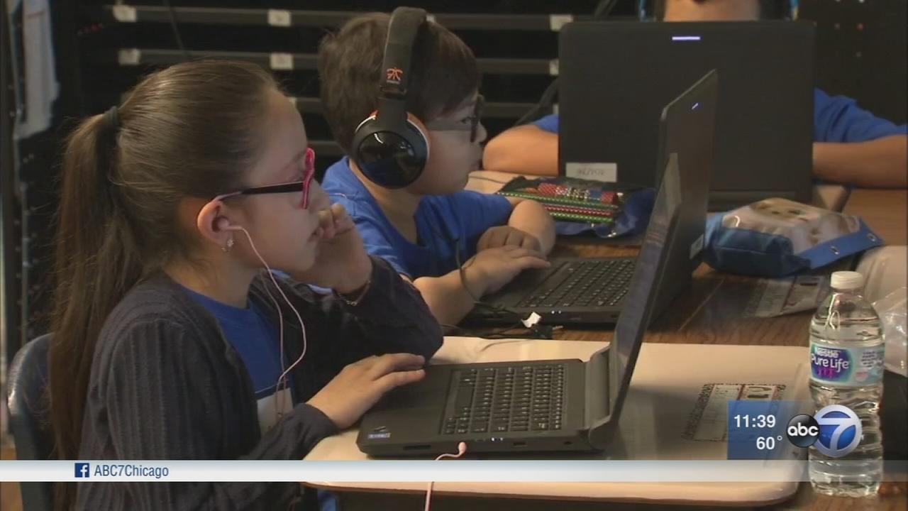 Chicago students taking part in Hour of Code class
