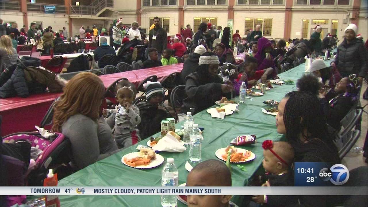 Volunteers hold holiday event for needy families in Chicago
