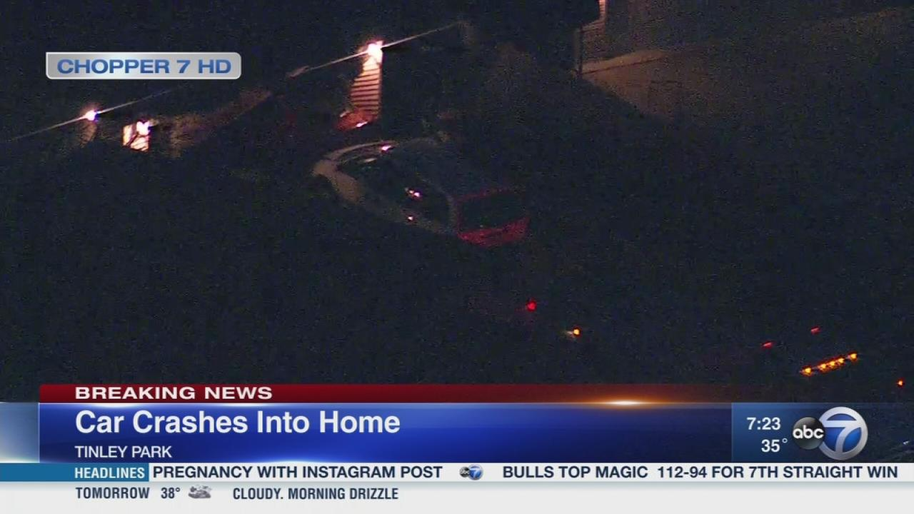 Car crashes into Tinley Park home