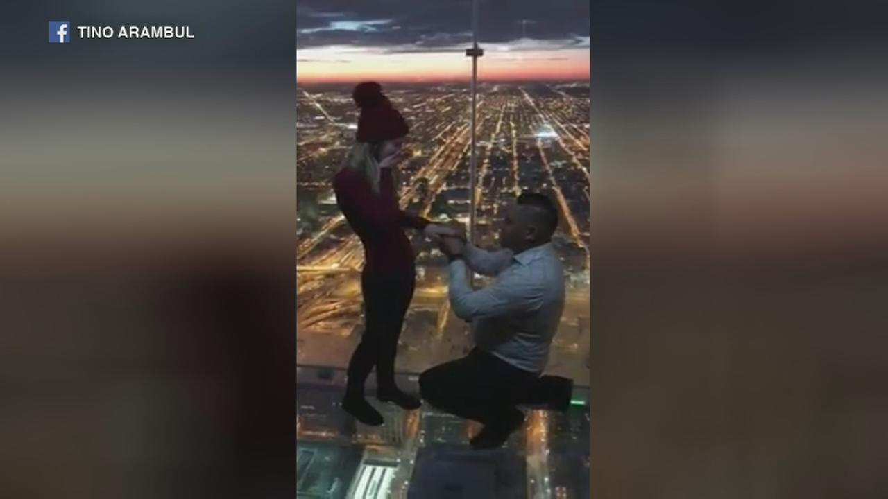 Couple gets engaged NYE on Skydeck at Willis Tower