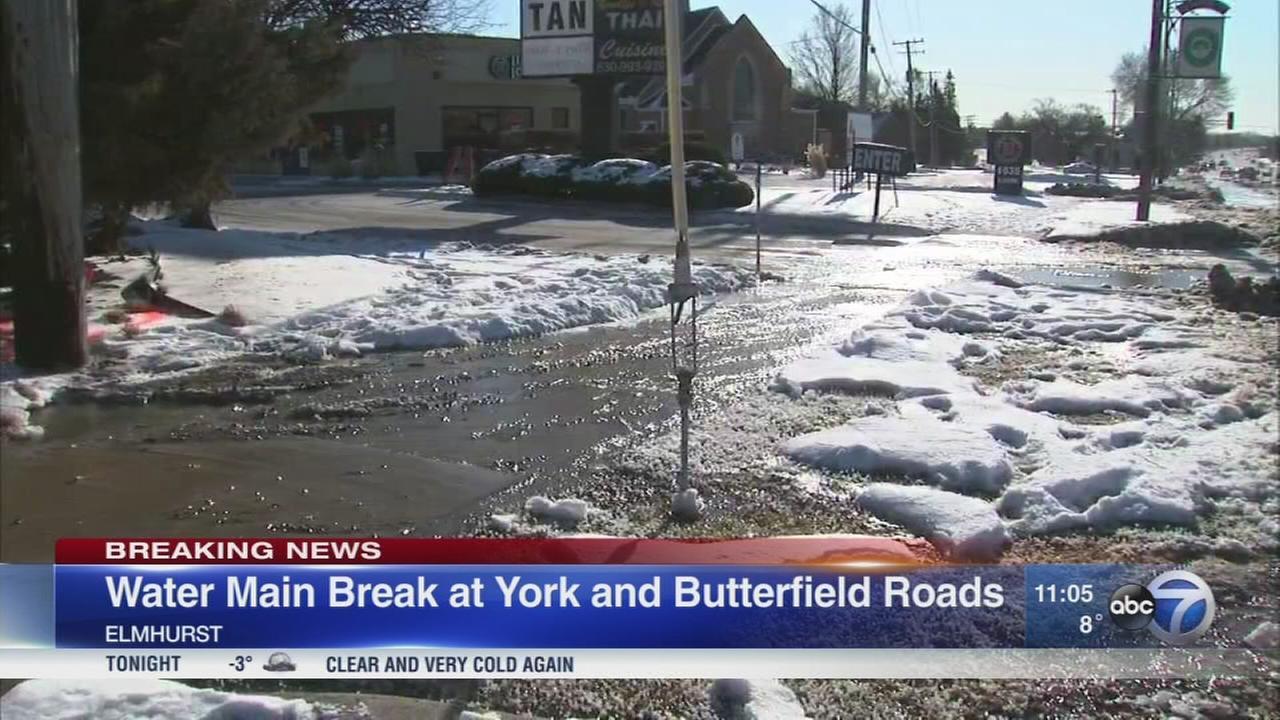 Elmhurst water main break closes part of York Road