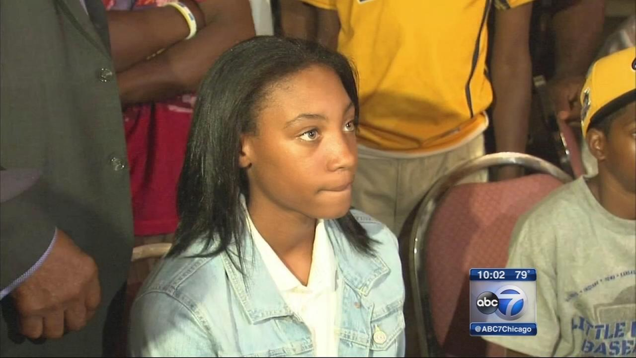 Mone Davis teams up with Southsiders