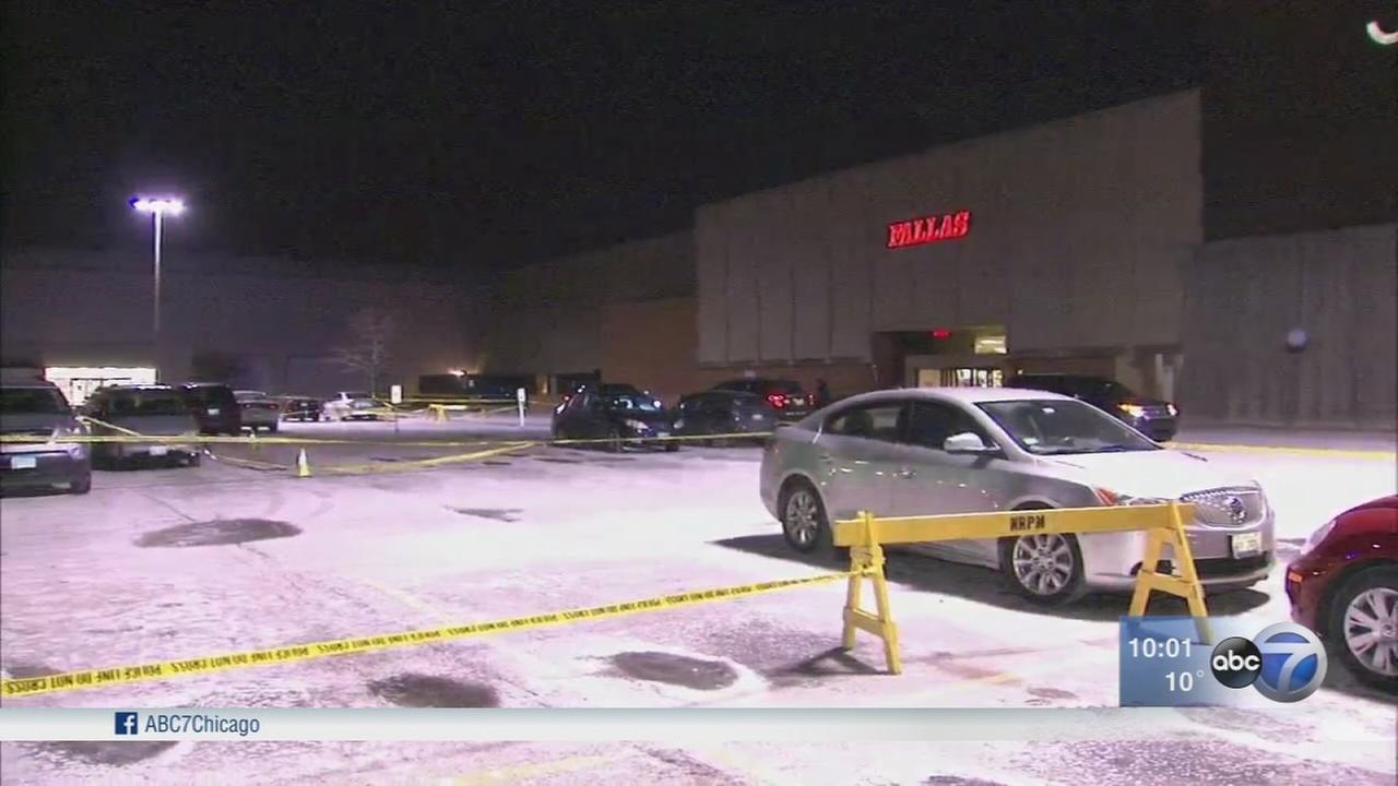 2 women injured in North Riverside mall shooting
