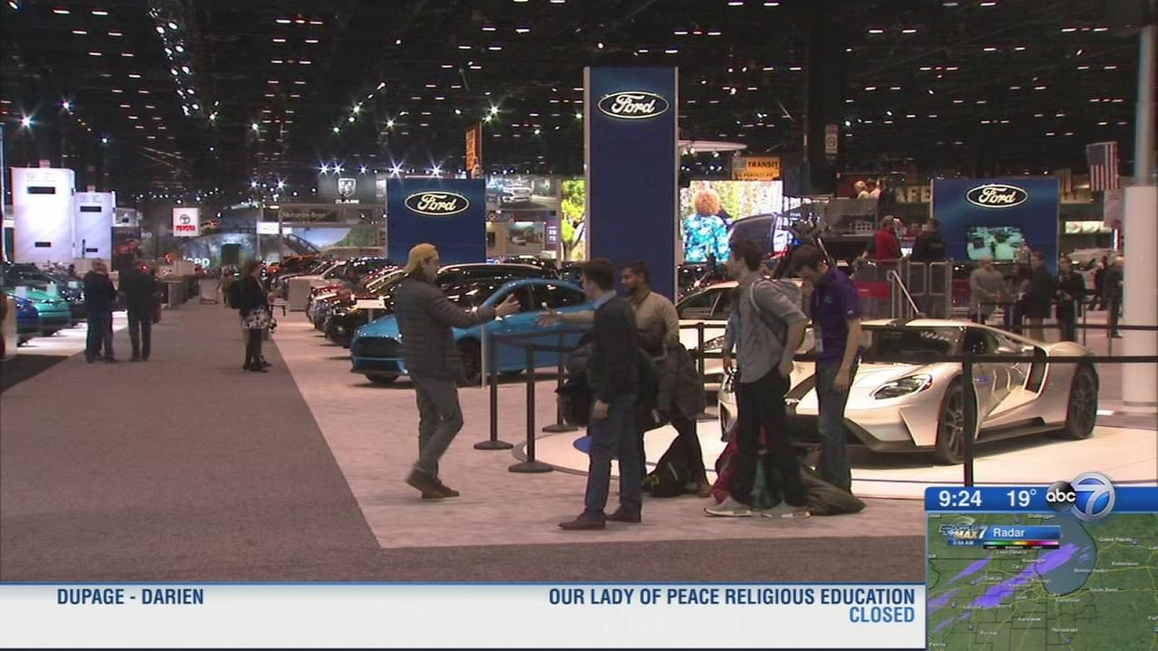2018 Chicago Auto Show opens to the public