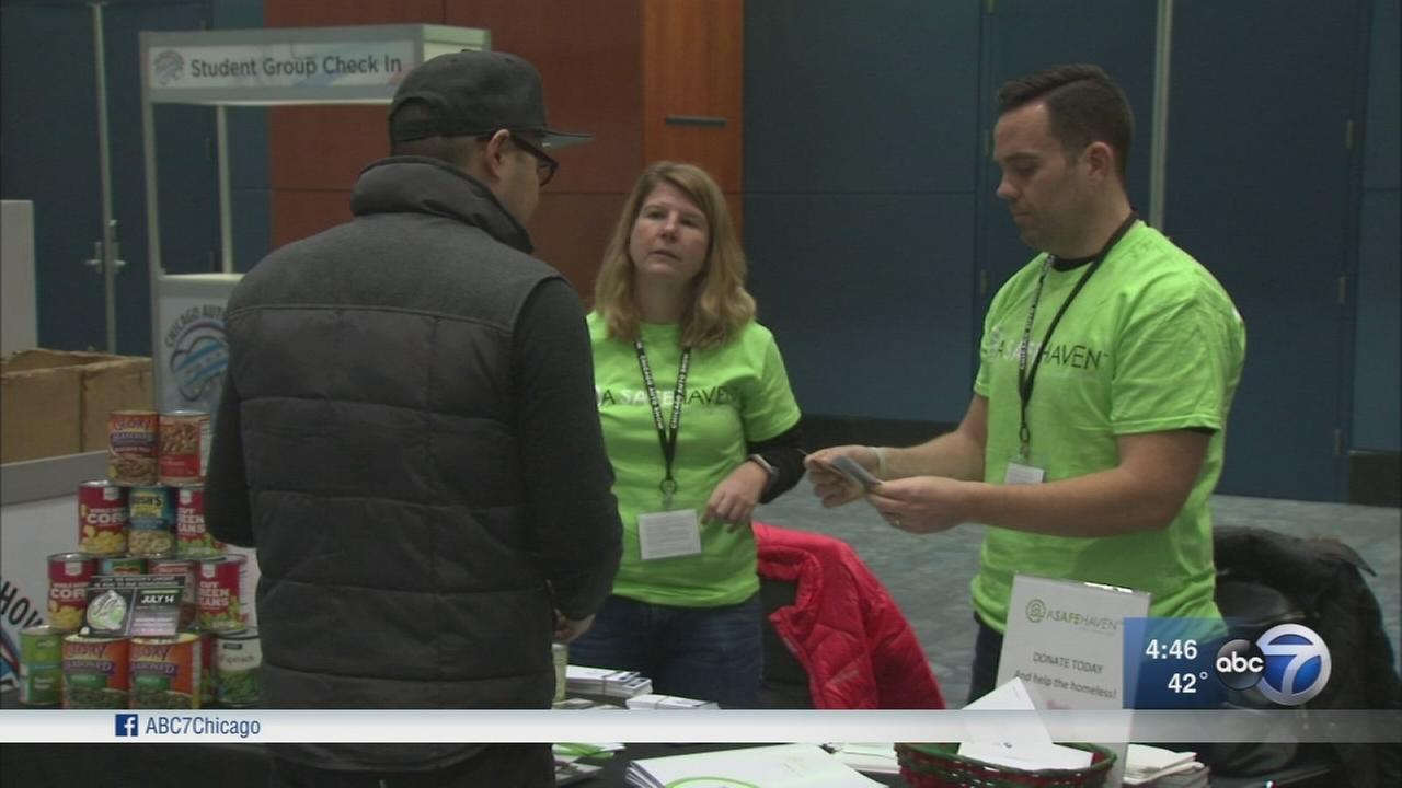 Chicago Auto Show attendees help the homeless