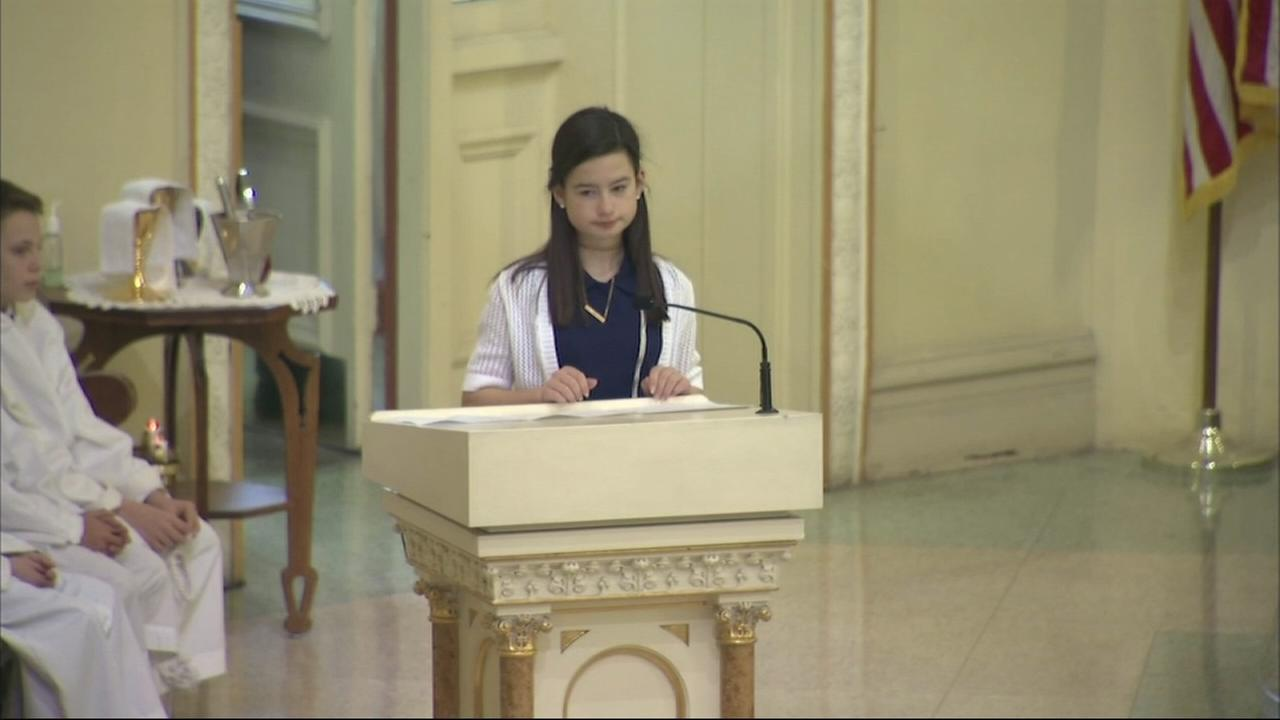 Cmdr. Bauers daughter gives reading at funeral