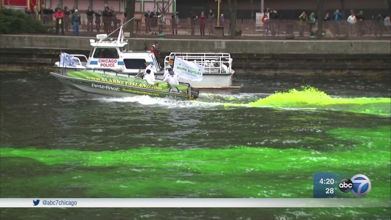 How does Chicago dye the river green for St. Patrick?s Day?