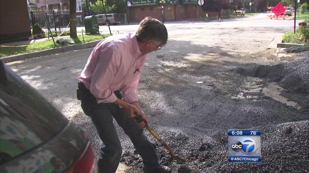 Ald. Rick Munoz takes pothole problem into his own hands