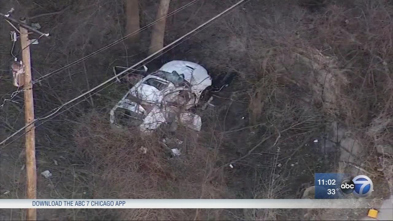 Woman hospitalized, man found in woods after Des Plaines crash